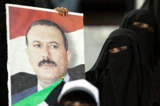 У пораненого повстанцями президента Ємену відмовила легеня