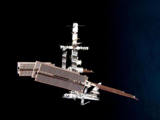 Астронавт, порушивши правила безпеки, зробив унікальні фото шатла на орбіті