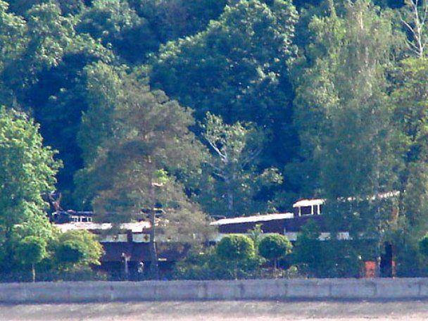 """Януковичу побудували в """"Межигір'ї"""" палац на воді у стилі """"донецький шик"""""""