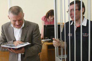 Луценко инкриминируют улучшение своего имиджа за государственные деньги