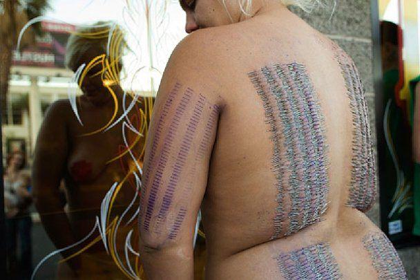 Американка зробила на своєму тілі пірсинг 3200 разів