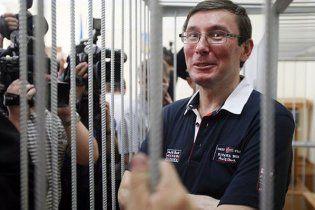 Водій Луценка побив у суді журналіста