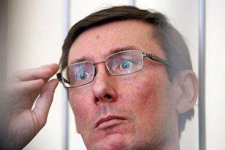 Депутат Європарламенту запропонував взяти на поруки Луценка
