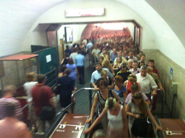 """Задымление поезда на """"Майдане Независимости"""" вызвало панику в метро"""