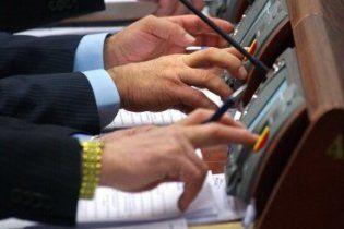 В Донецком облсовете вместо депутатов голосуют посторонние люди (видео)
