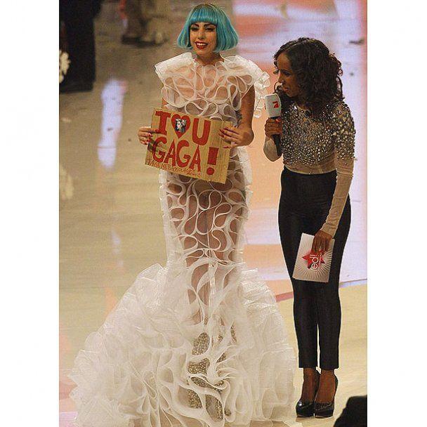 Lady Gaga вышла на подиум в прозрачном платье