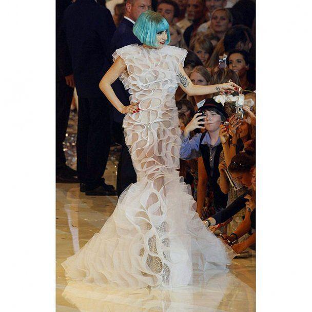 Lady GaGa хоче усиновити дитину