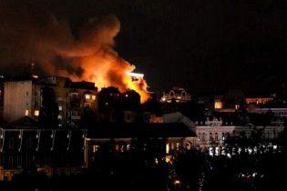 Масштабный пожар в центре Киева: горел дом возле отеля Hyatt (видео)