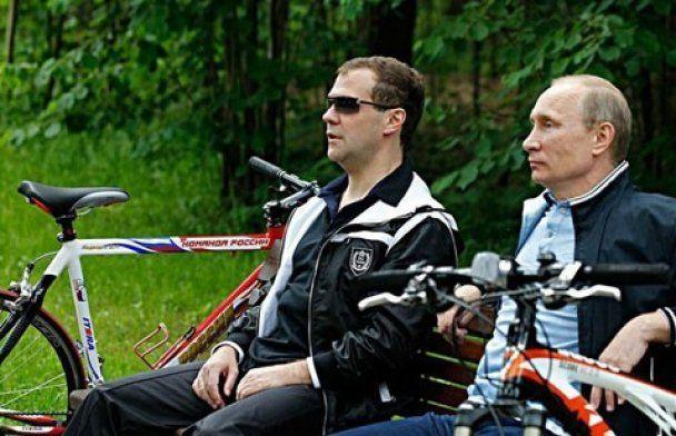 Медведев с Путиным покатались на велосипедах