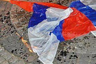 Сирійські опозиціонери спалили російський прапор (відео)