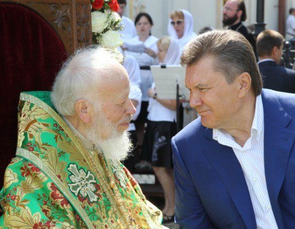 Янукович разом з Азаровим та Литвином помолився у Лаврі
