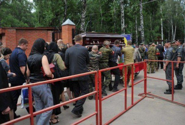 Полковника Буданова, который убил чеченку, похоронили с воинскими почестями