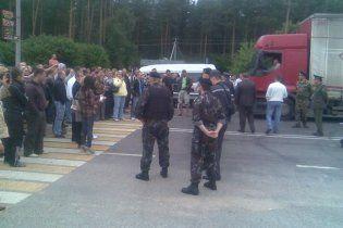 Бунт белорусских водителей на границе с Польшей разогнали ОМОНом и газом
