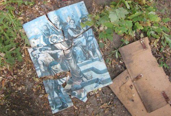 Вандали спиляли хрест під Аскольдовою могилою_5