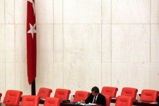 В парламент Турции впервые за многие десятилетия избран христианин