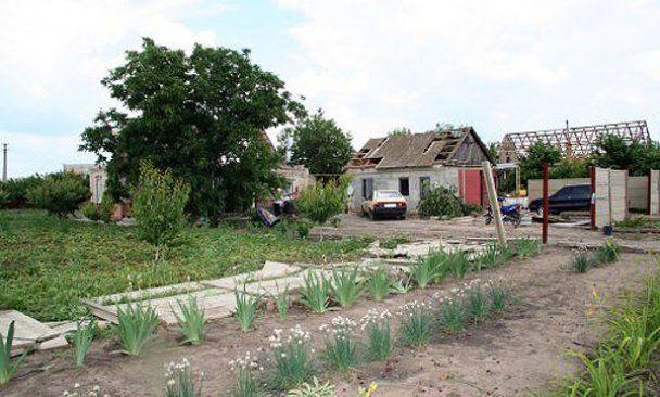 В Запорожье ураган посрывал крыши с десятков домов