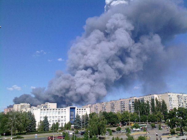 Масштабный пожар в промзоне под Киевом