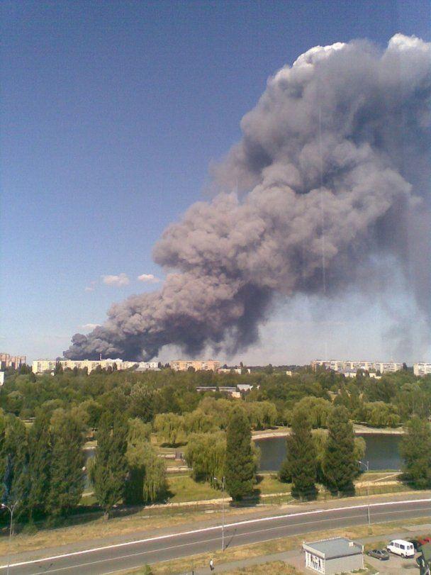Масштабна пожежа у промзоні під Києвом