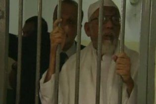 """Суд Индонезии приговорил лидера юго-восточного подразделения """"Аль-Каиды"""" к 15 годам тюрьмы"""