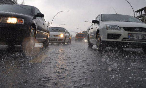 Зливи перетворили столицю Туреччини на потік води