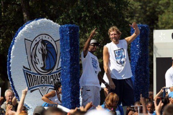 """""""Даллас"""" відсвяткував з вболівальниками перемогу в НБА"""