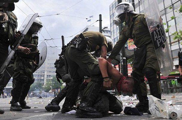 Собаки підтримали антиурядові акції протесту в Афінах