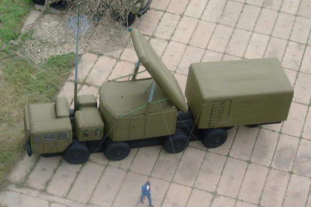 Россия берет на вооружение надувные танки, которые сдувает ветром