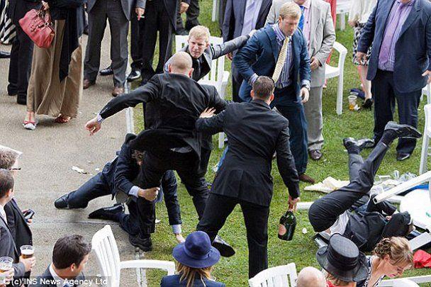 Драка настоящих джентльменов на королевских скачках