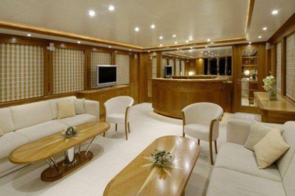 Патріарх Кирило плаває на яхті за 4 мільйони доларів