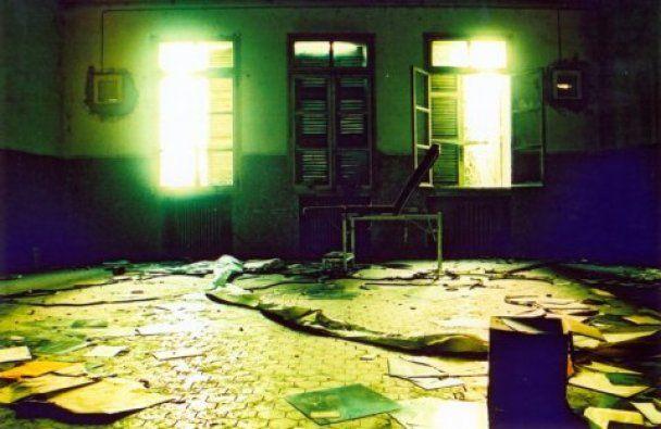 У Києві відкрилася фотовиставка занедбаних вілл та заміських будинків