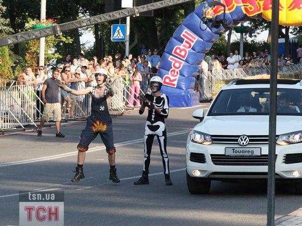 """В Києві провели """"Red Bull Ралі на тарантасах"""""""