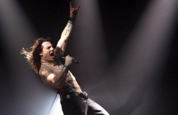Том Круз заспівав рок-баладу та зробив брутальне татуювання