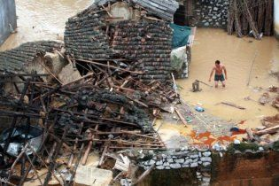 В Китае продолжаются ливни, растет число жертв наводнений
