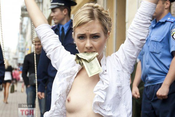 """Акція FEMEN """"Юра, прощай, Юра, прости""""_27"""