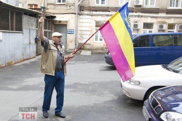 """FEMEN """"закосили"""" под Тимошенко, чтобы выкупить Луценко"""