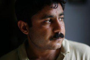 В Пакистане полицейские избили британского журналиста за статью о пытках узников спецслужб