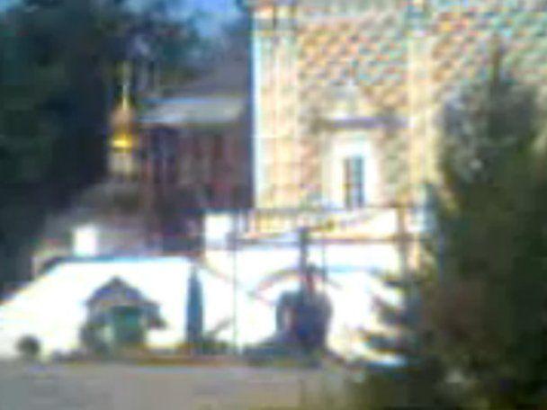Российский депутат на вертолете прилетел прямо на территорию храма (видео)