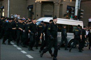 Білорусів закликали на акціях протесту весело грузиться в автозаки