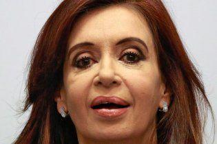 Президент Аргентины набила на голове шишку на встрече со сторонниками