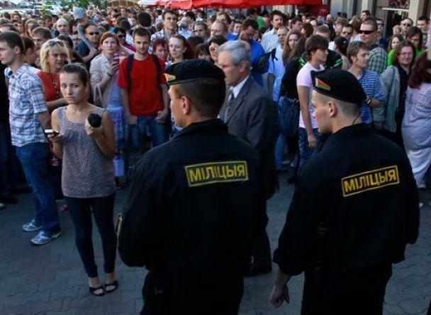 У Білорусі під час акцій протесту затримали 450 демонстрантів