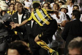 Фінал Кубка Лібертадорес завершився масштабною бійкою (відео)
