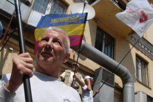 Сторонники и противники Тимошенко подрались у здания райсуда в Киеве