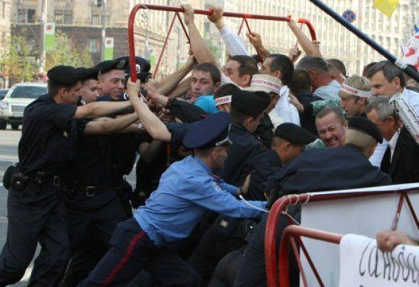 Прихильники Тимошенко почали штурм Печерського суду
