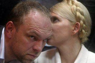 Тимошенко зажадала відкласти суд на місяць