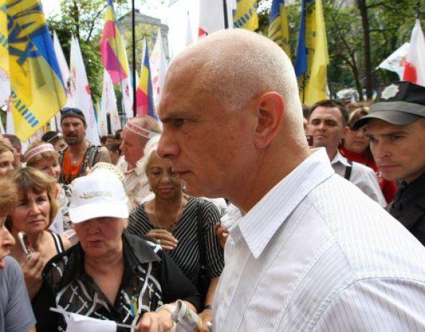 Чоловік Тимошенко з дочкою прийшли до суду підтримати її