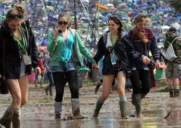 """Фестиваль музики і бруду """"Гластонбері 2011"""""""