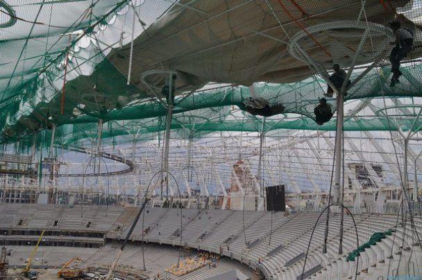На головній арені Євро-2012 почали будувати дах