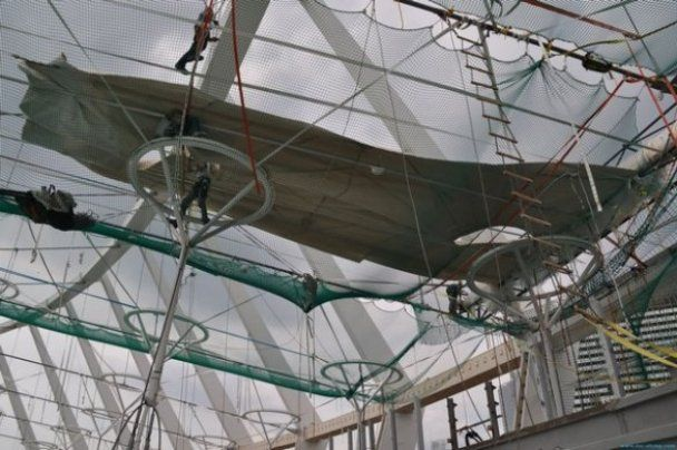 На главной арене Евро-2012 начали строить крышу