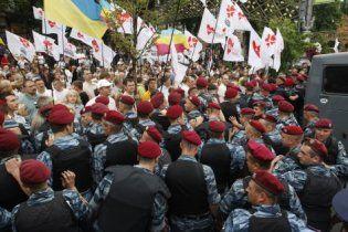 Сторонники Тимошенко на Крещатике повредили милицейские автобусы: задержаны 11 человек