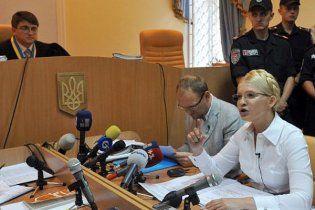 """Суд лишил Тимошенко защитника за """"недостойные высказывания"""""""